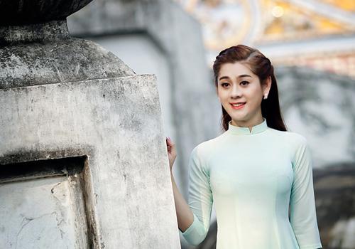 Lâm Chi Khanh biểu diễn tại Rock cafe - Cần Thơ