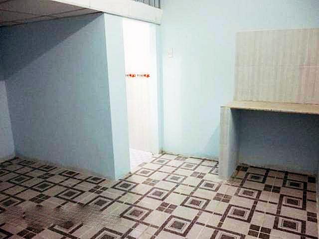 Nhà trọ có gác lửng, nhà vệ sinh trong tiện nghi.