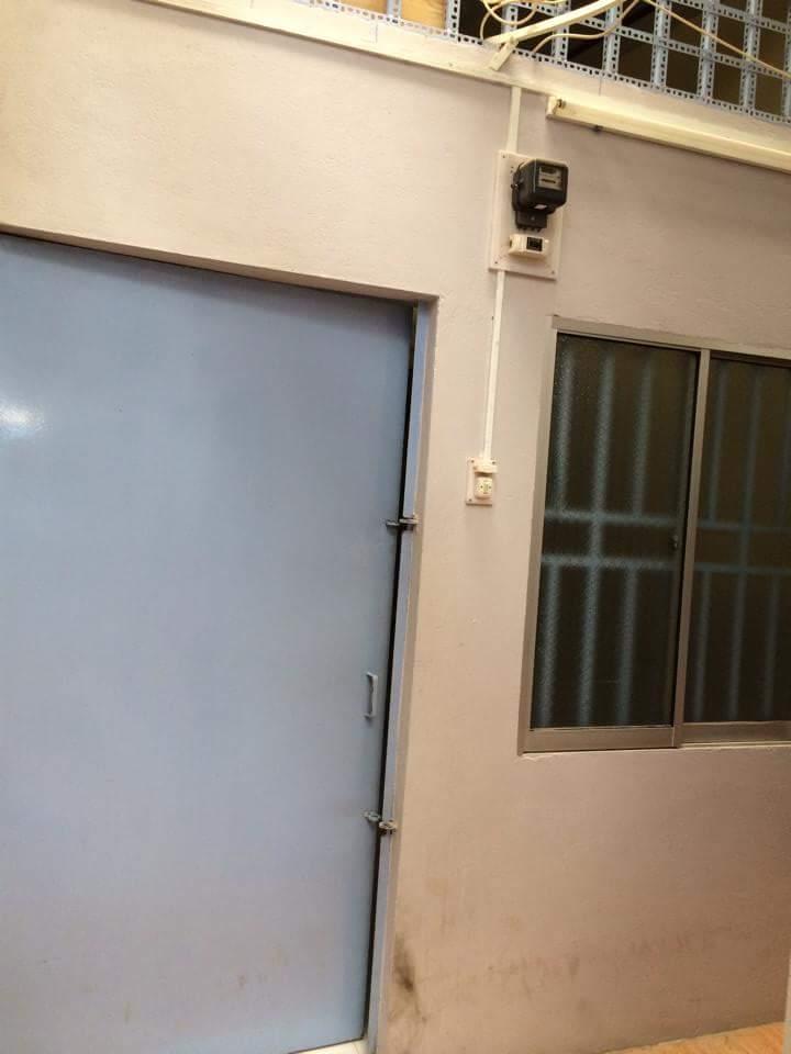 Phòng trọ có đồng hồ điện nước riêng.