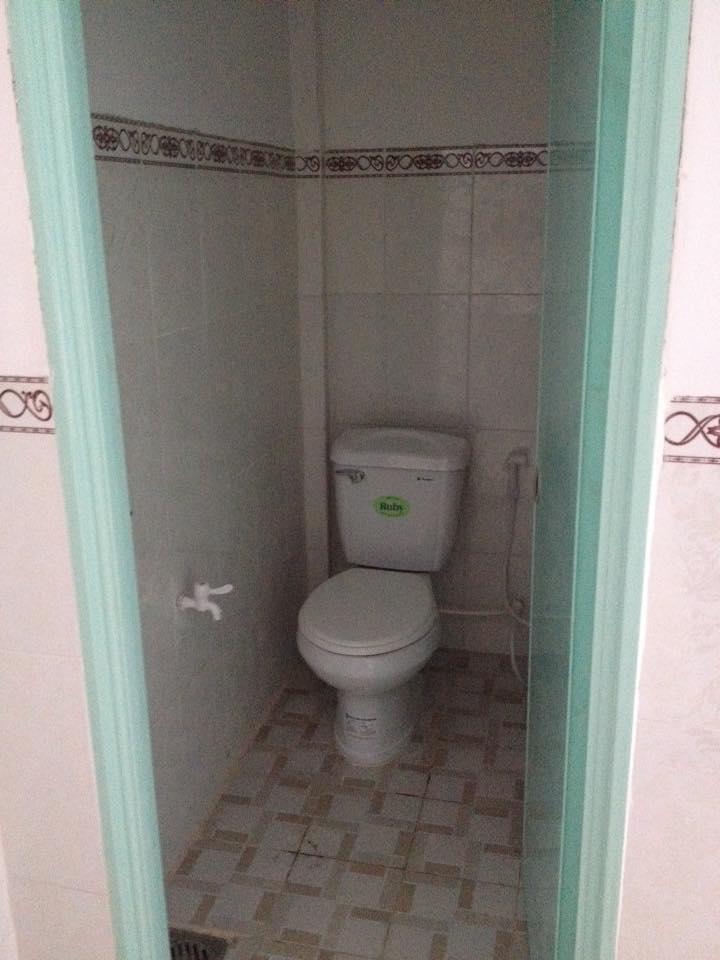 Nhà trọ có nhà vệ sinh trong tiện nghi sạch sẻ.