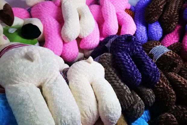Gấu bông Sa Đéc có nhiều màu sắc và kích thước để lựa chọn.