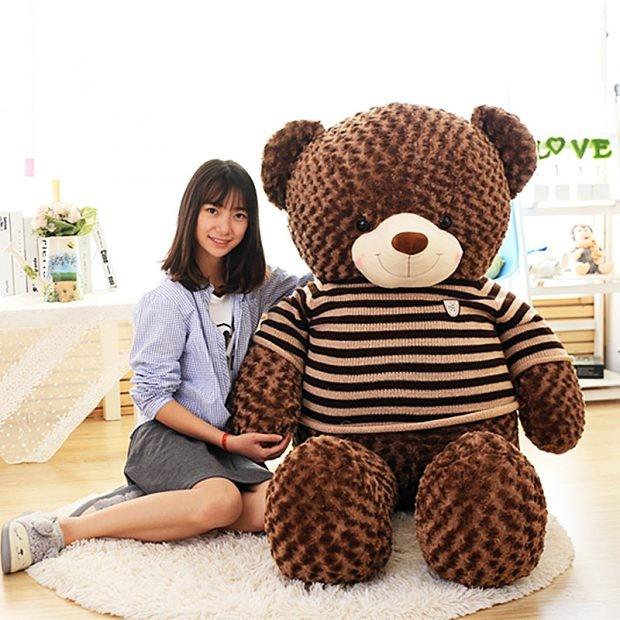 Có size gấu bông to bằng người, có size lớn hơn người luôn.