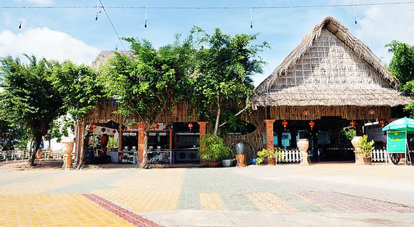 Nhà hàng Làng Việt: Trung tâm Hội nghị - Tiệc cưới Tiền Giang