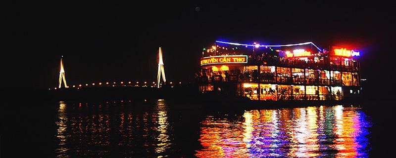 Du lịch Cần Thơ - Nhà hàng du thuyền Cần Thơ