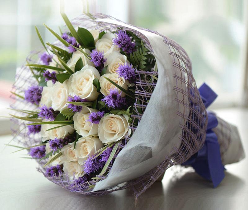 Hoa tươi gắn chặt tình cảm, gắn kết yêu thương