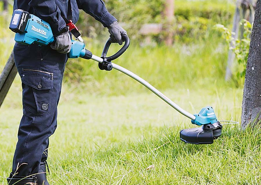 Cắt cỏ, phát hoang với thiết bị chuyên dụng