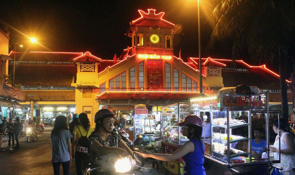 Chợ đêm bến Ninh Kiều - Ăn vặt Cần Thơ