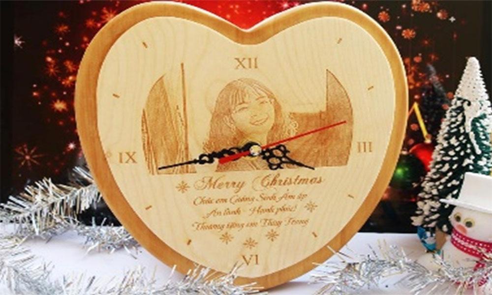 Đồng hồ khắc gỗ hình tim