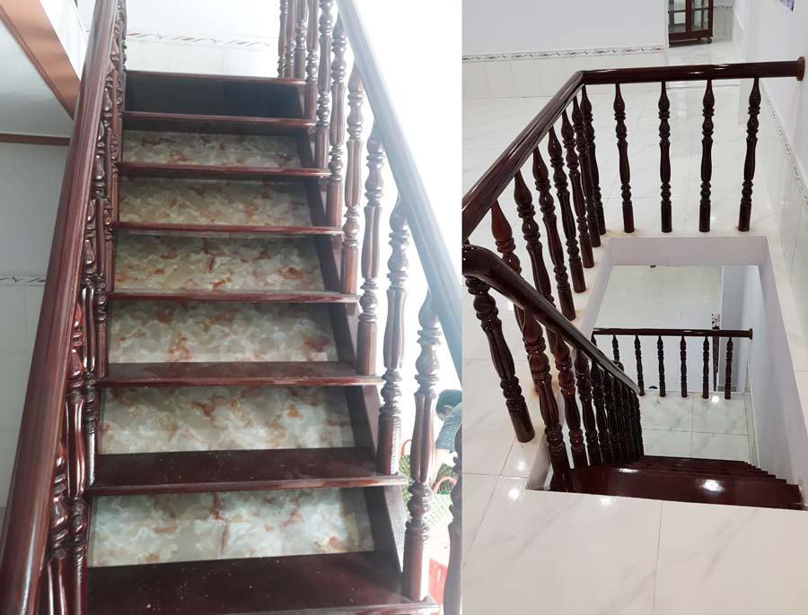 Cầu thang gỗ - Lát gạch men sạch sẽ.