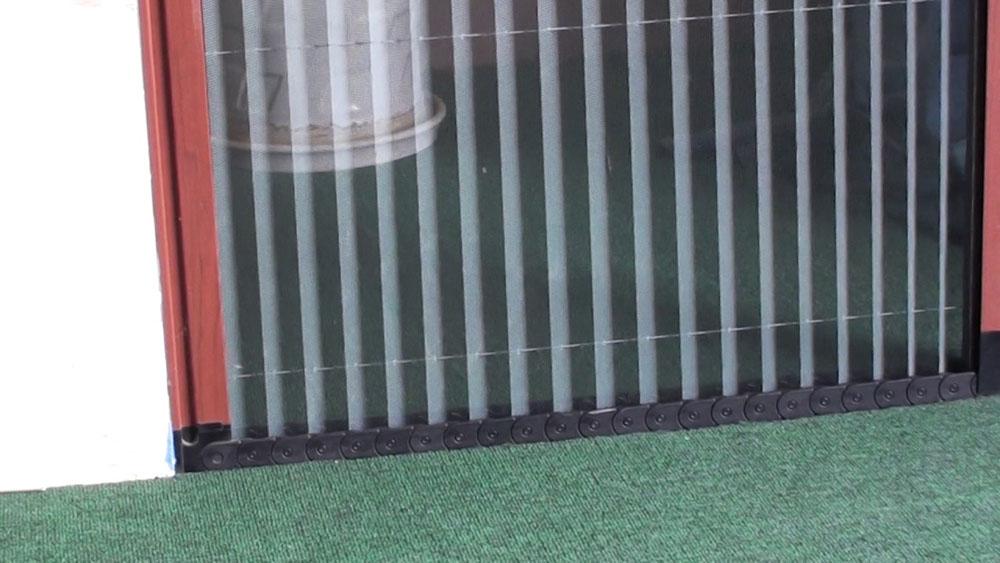 cửa lưới xua côn trùng xếp có ray