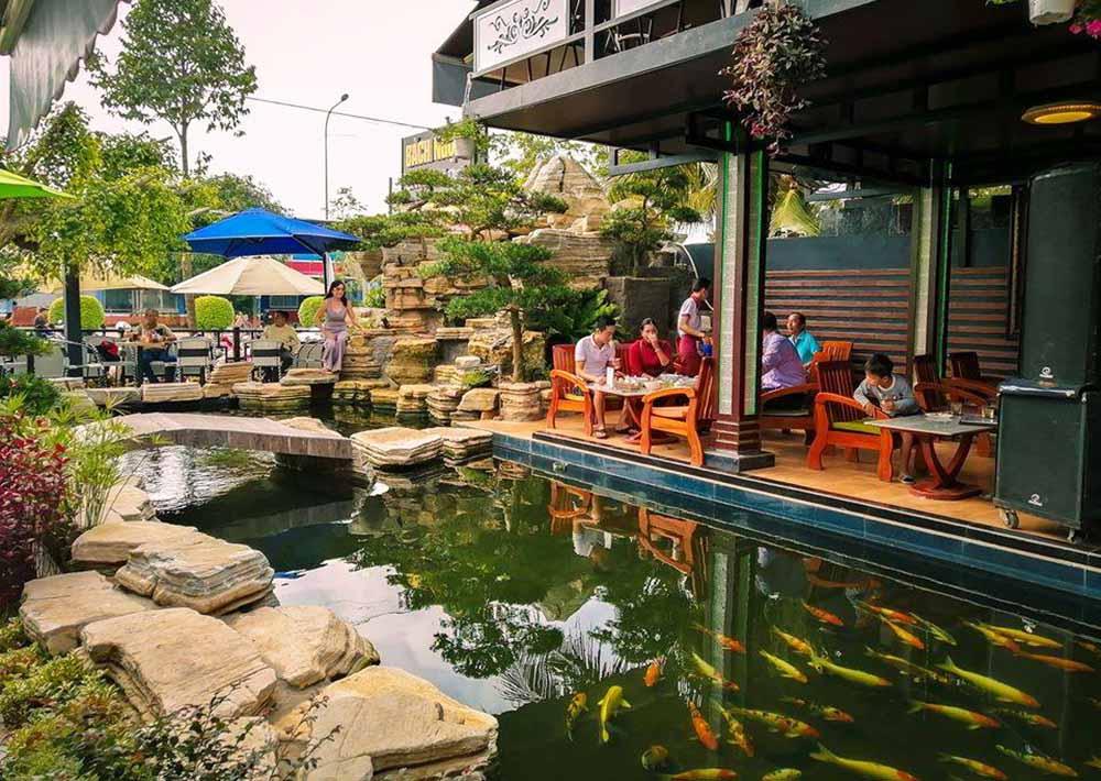 Sân vườn cafe Bách Ngọc