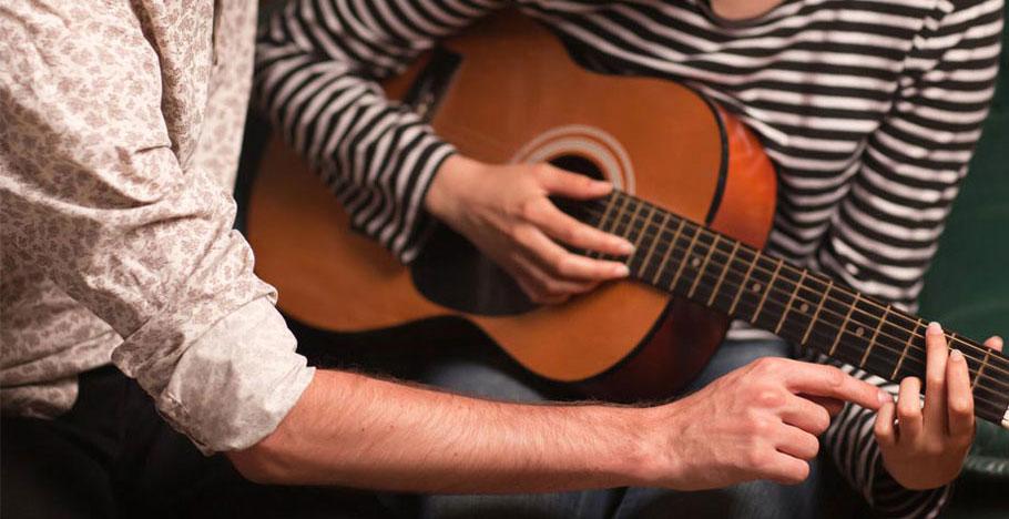 Học guitar bắt đầu từ đâu?