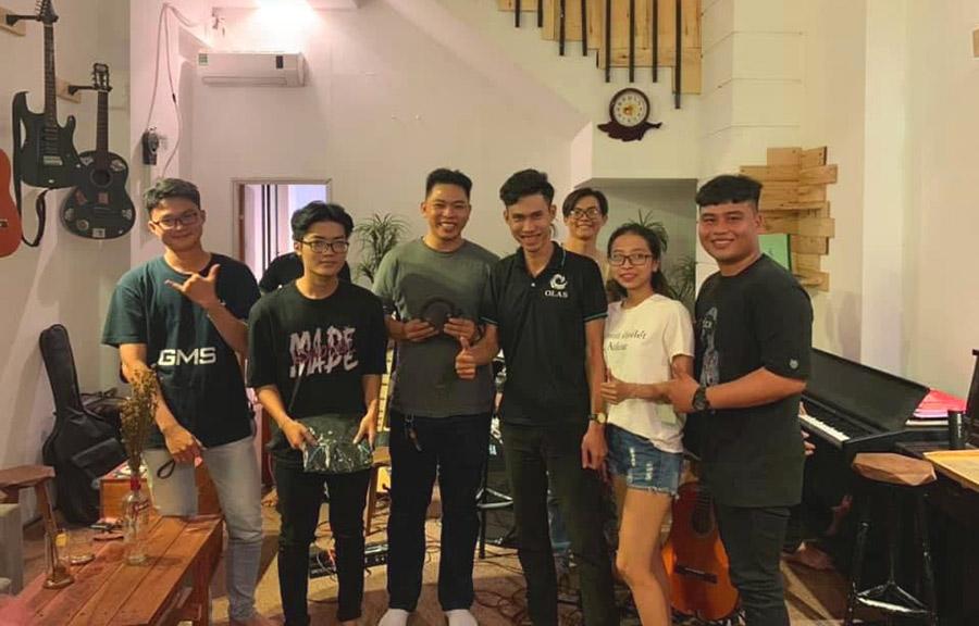 Olas Coffee guitar Cần Thơ